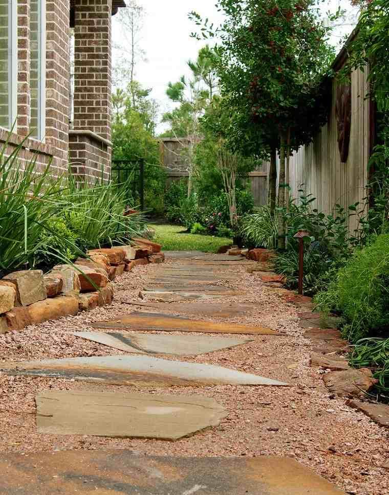 senderos jardines ladrillos casa plantas rocas
