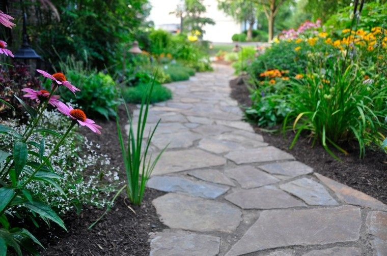 senderos jardines plantas flores lajas