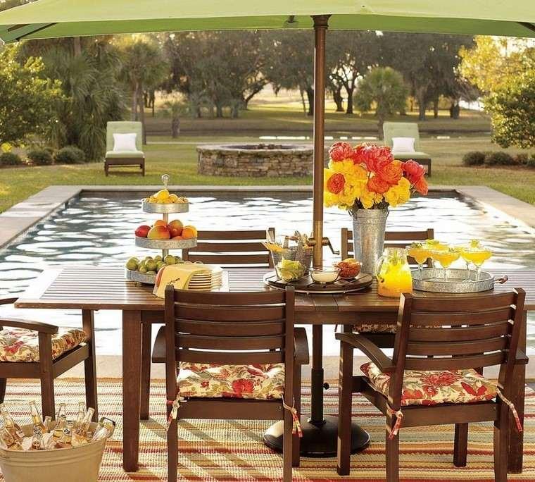 sillas mesa madera color oscuro piscinas diseno