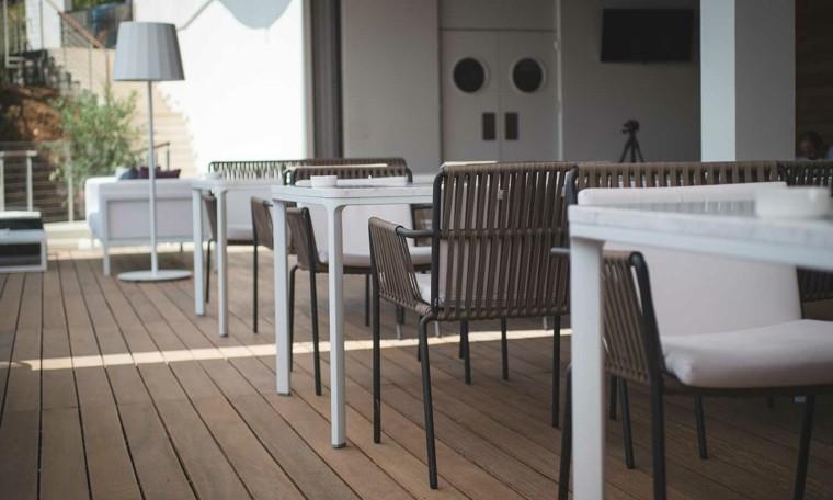 sillas mesas restaurante acolchonada terraza