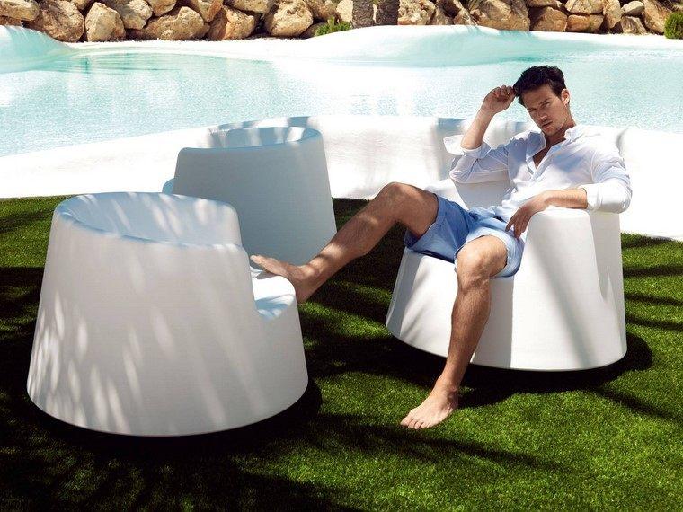 sillon blanco jardin cesped estilo moderno ideas
