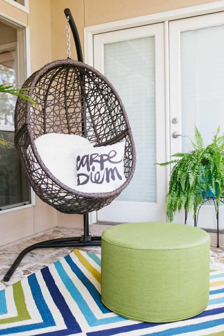 sillones colgantes de jardñin taburete verde alfombra ideas
