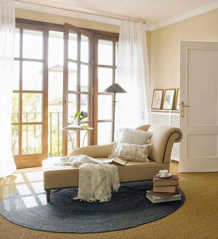 sofa lampara cortina cojines ventanas