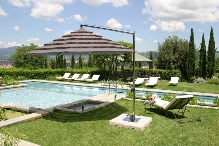 Sombrillas jard n para los d as soleados de verano - Sombrillas para piscinas ...