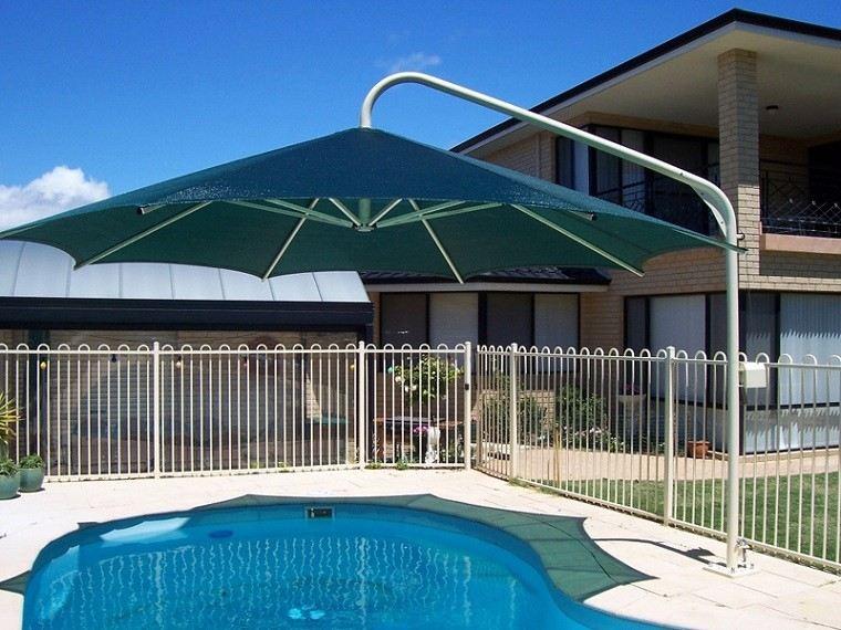 sombrilla gigante cubre piscina verde
