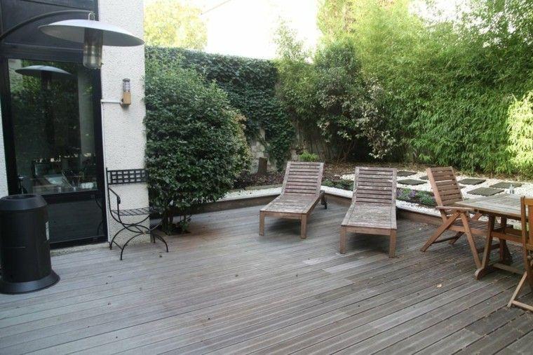 terraza madera cesped farol mesa