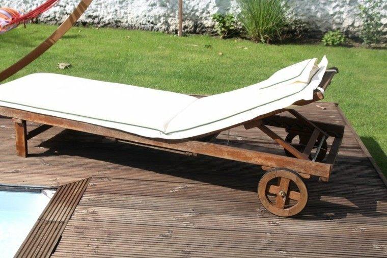 terraza madera cesped jardin tumbona ruedas