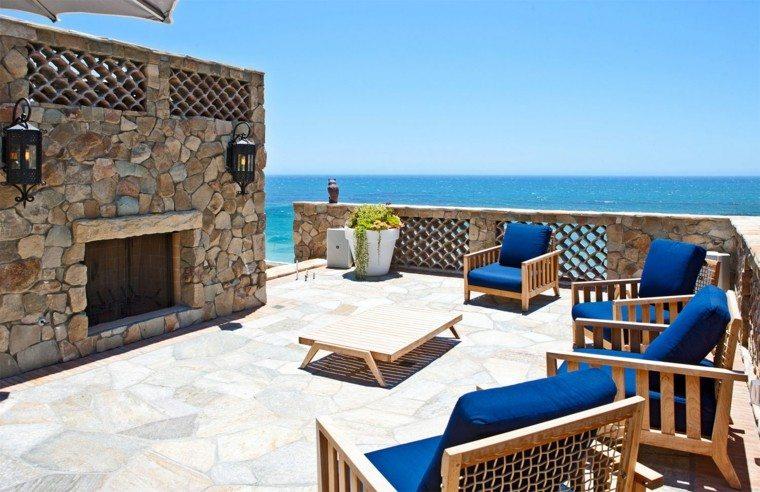 terraza mesa cafe baja sillones cojines azul vista oceano
