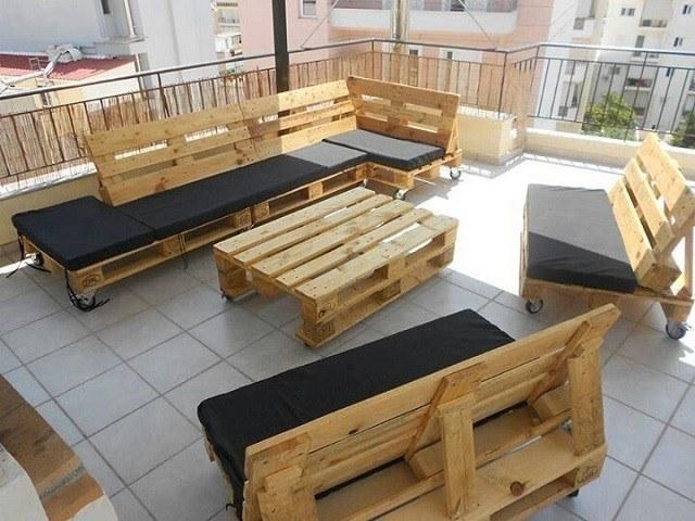 terraza muebles balcon palet exterior cojines