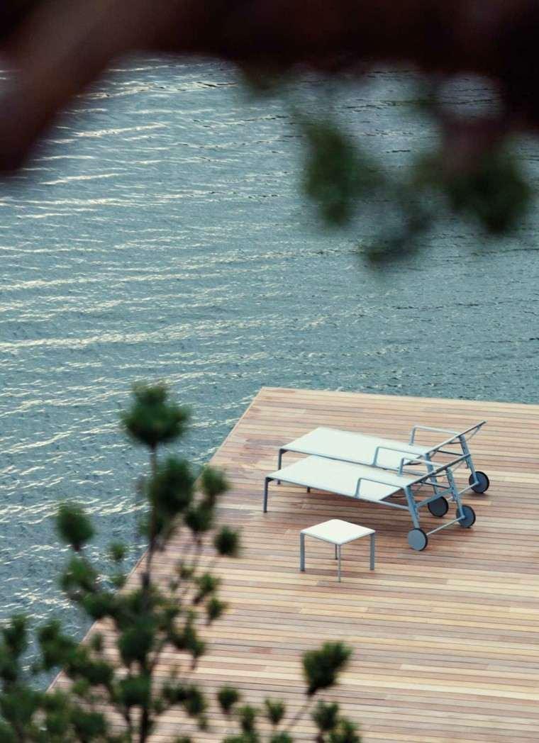terraza patio tumbona mesa lago