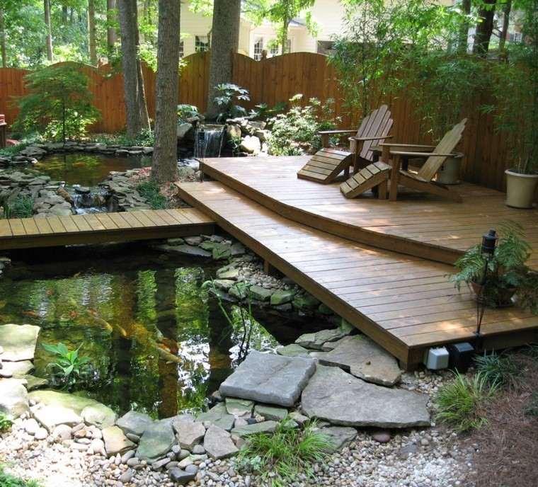 terraza plataforma madera sillas arboles