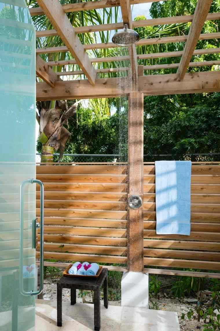 toallas ducha puerta techada amplia