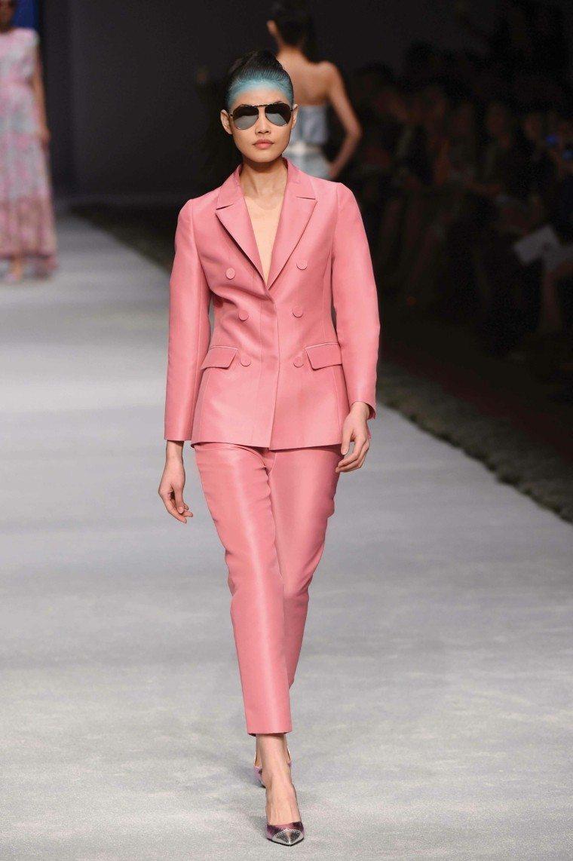 La moda de esta temporada en cien fantásticos modelos
