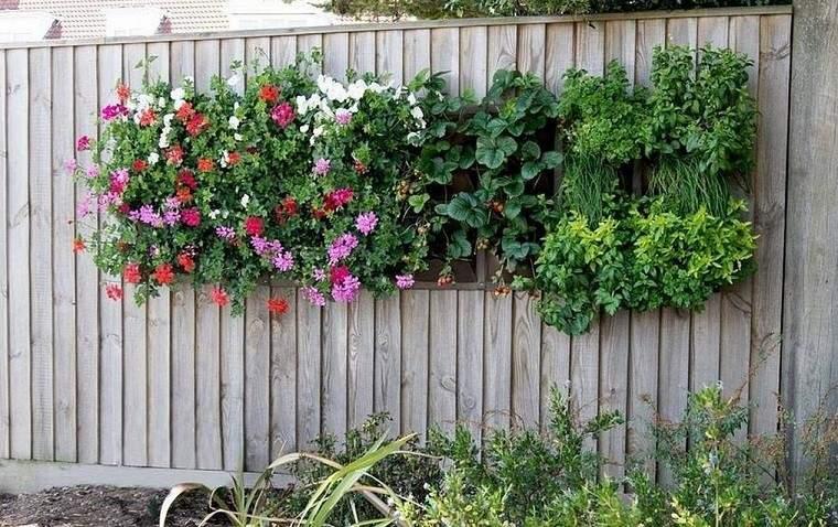 valla adornada jardines verticales flores