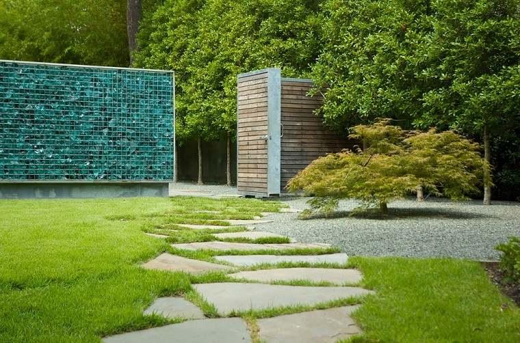 valla jardín azul envases reciclados