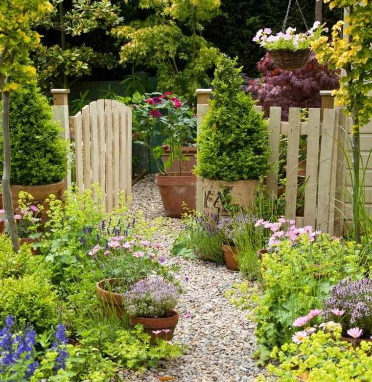 valla madera variedad plantas macetas camino piedras