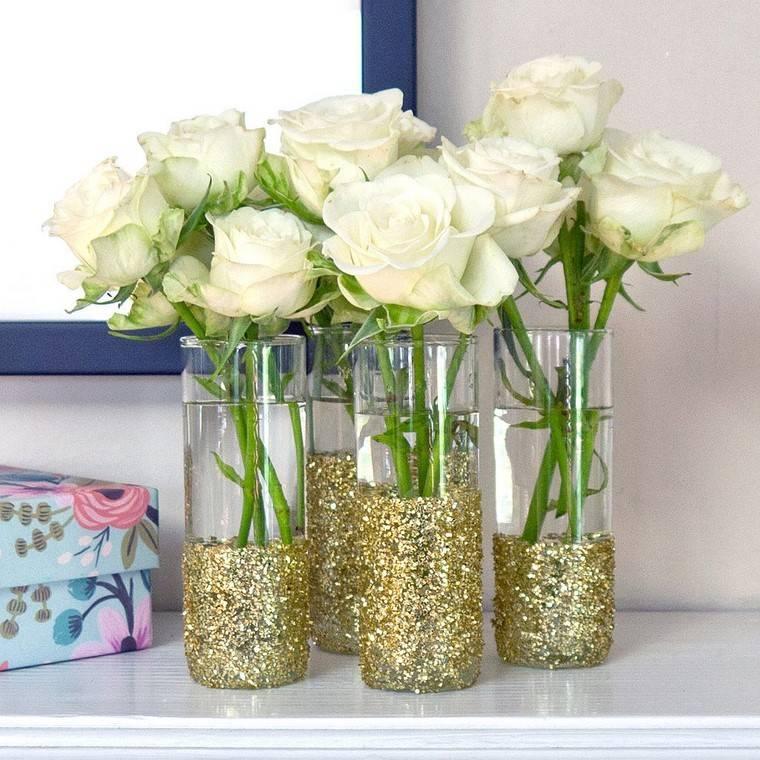 vasos brillantes flores rosas blancas jarron ideas