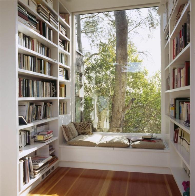 ventana arbol cojines libros patio