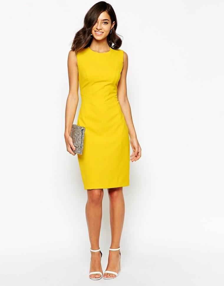 vestido amarillo corte clásico