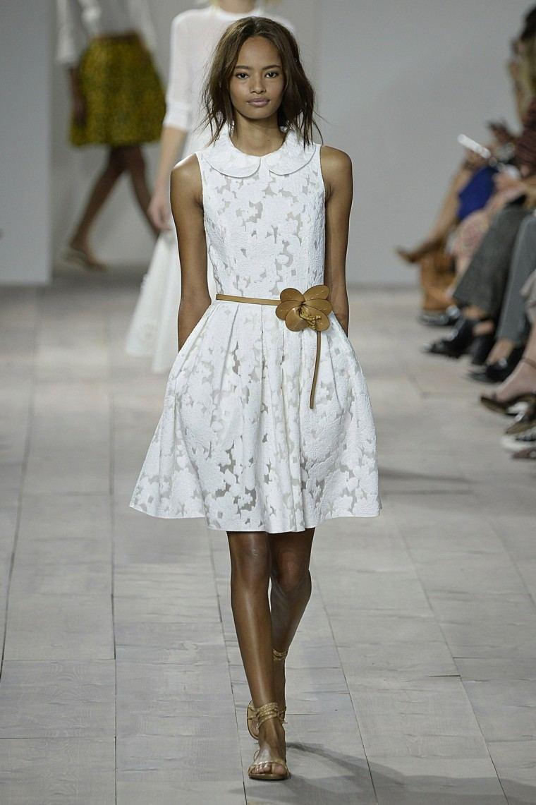 vestido blanco cinturón flor marrón