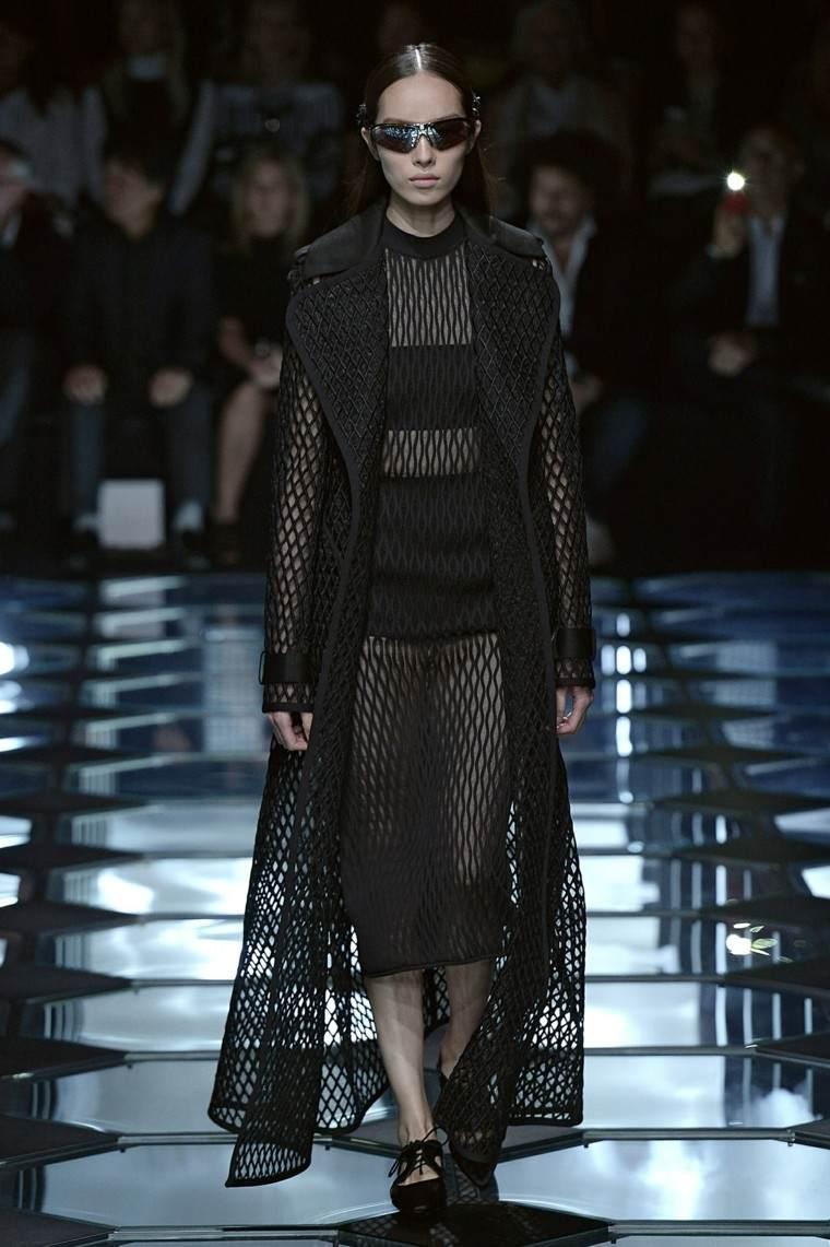 vestido negro partes transparentes