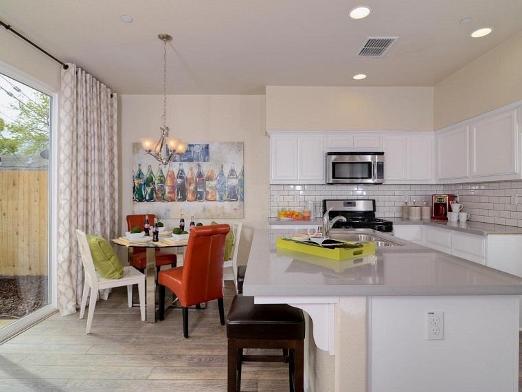 Kerrie Kelly colores neutrales cocina combinacion sillas ideas
