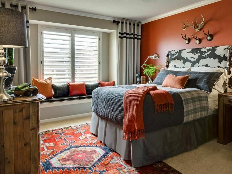 Laura McCroskey dormitorio sofisticado cama grande cojines ideas