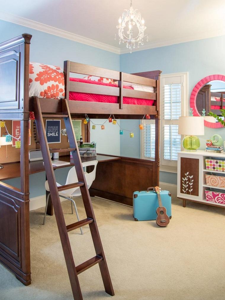 Susie Fougerousse habitacion cama madera escritorio pared azul ideas