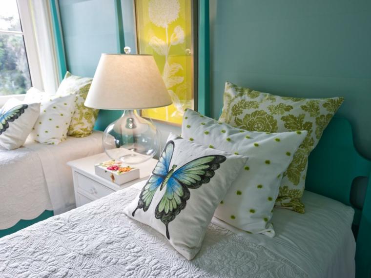 almohadas mariposas lamparas sabanas cama