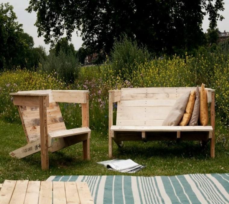 Muebles hechos con palets de madera cincuenta ideas for Asientos para palets