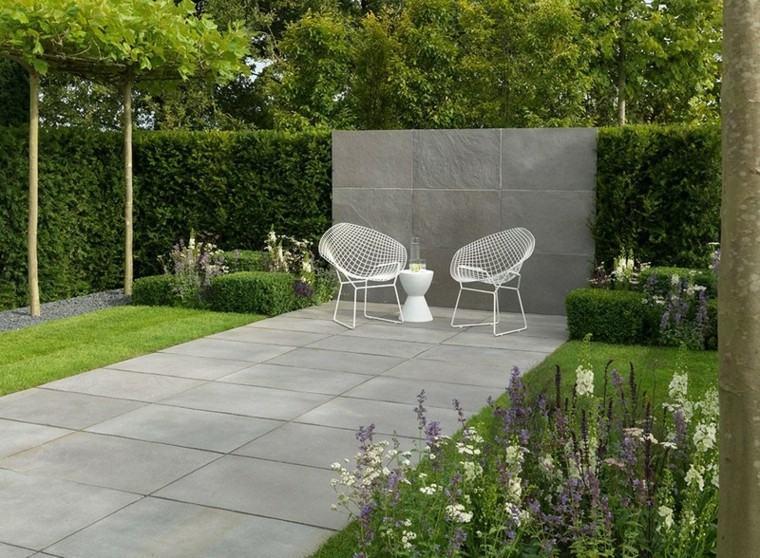azulejos baldosas muebles blancos cesped flores ideas