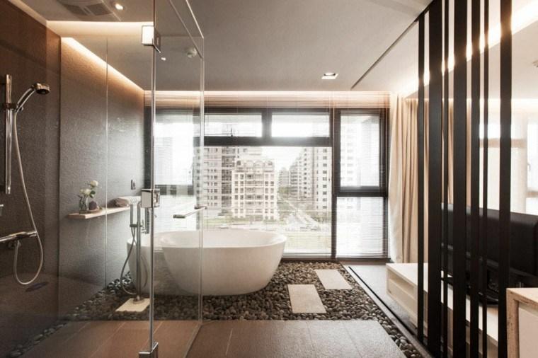 bañera blanca suelo piedras spa