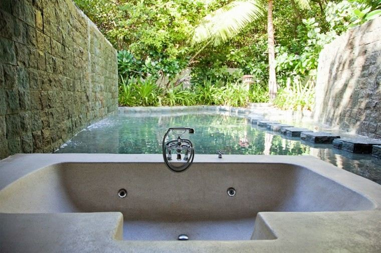 bañera duchas jardin patio exterior
