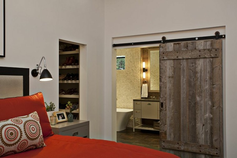 Puertas correderas de madera para el cuarto de ba o for Puertas rusticas de madera interior