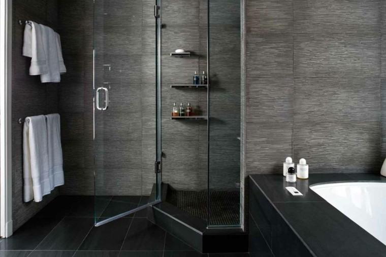 baño color oscuro gris negro