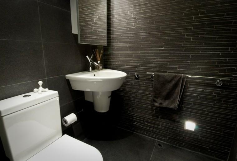 baño pequeño diseño color oscuro
