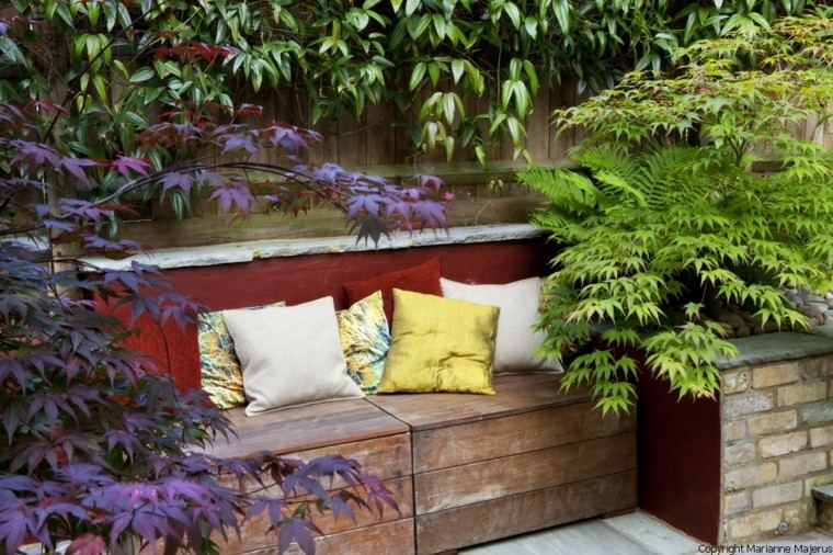 banco madera jardin cojines colores