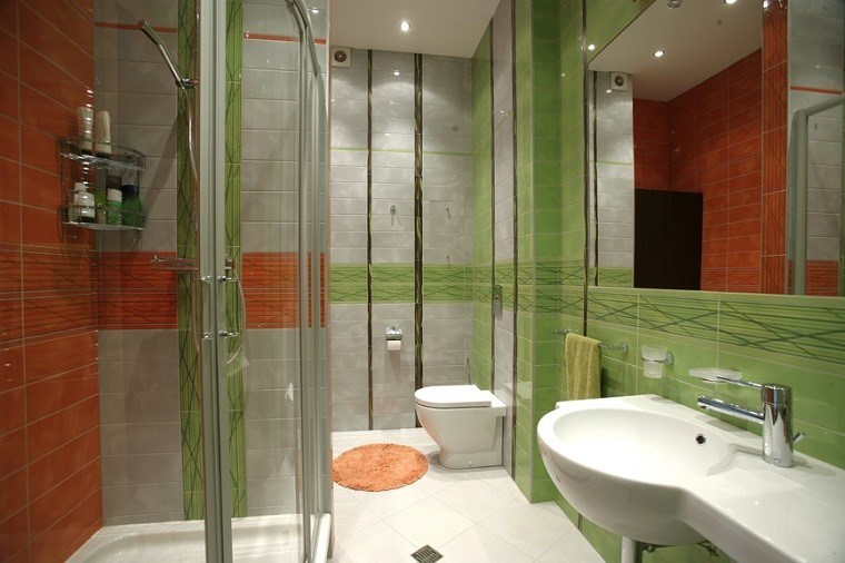 cuartos de baño con ducha colores vibrantes verde naranja ideas