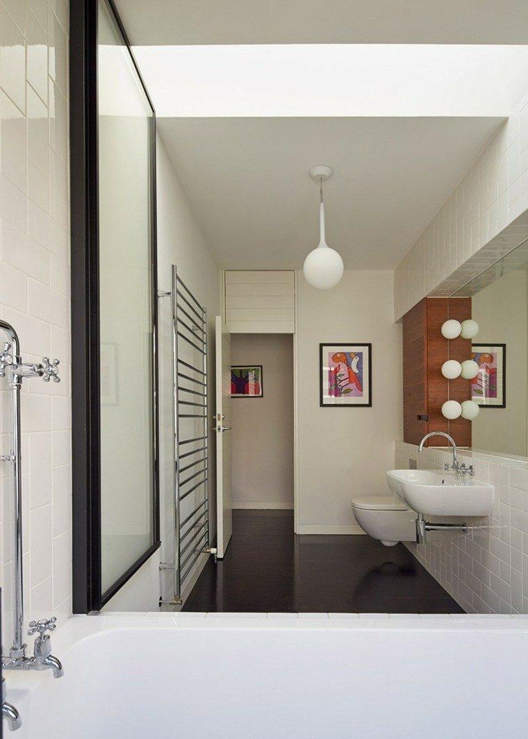 bano pared baldosas blancas espejos cuadro pared ideas