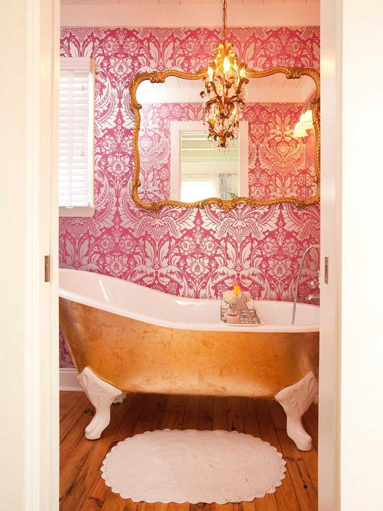 banos pequenos modernos tina oro espejo grande papel ideas pared