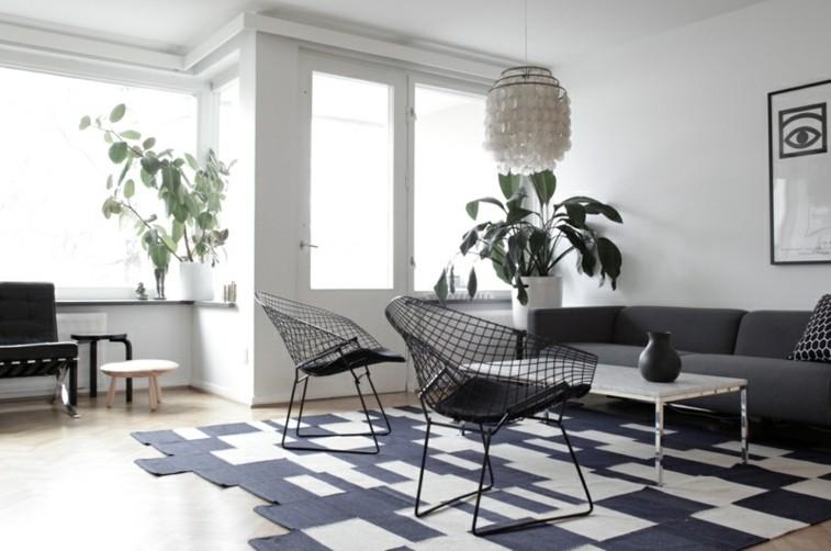 bonito salon alfombra ajedrez sillas