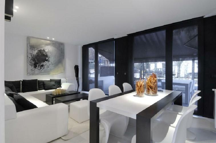 bonito salon negro muebles blancos