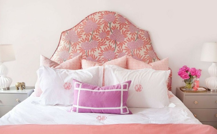 cabecero cama motivos florales elefantes decorando mesilla noche femenino ideas