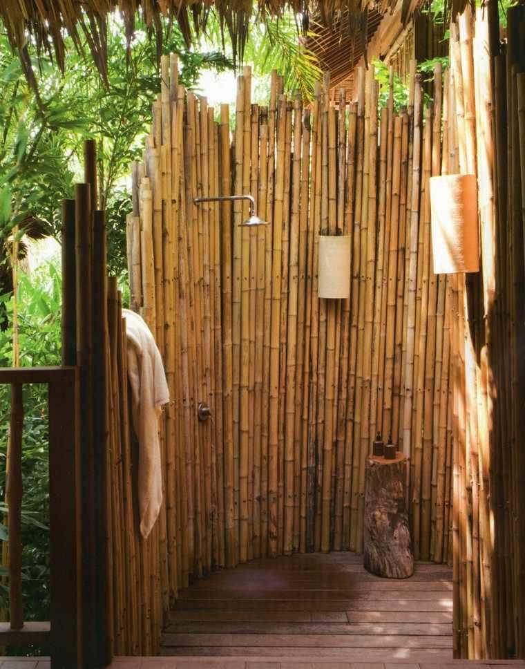 cabina ducha cañas bambu jardín