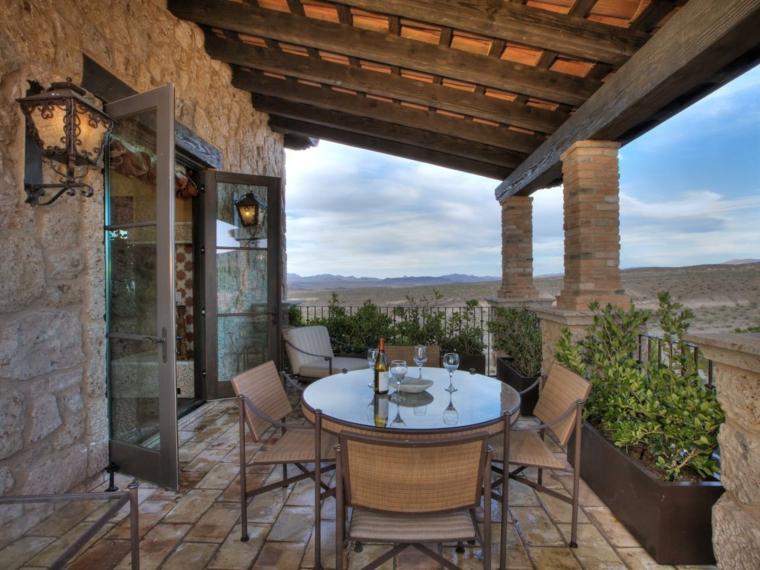 calido balcon sillas mesas campestre