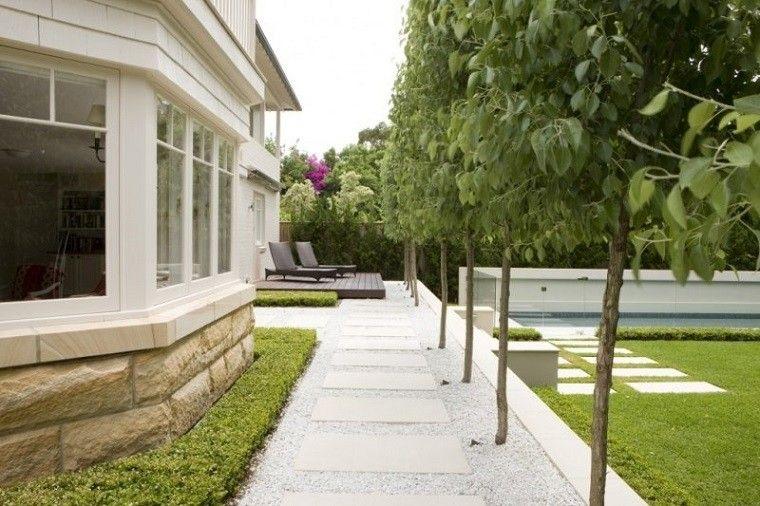 camino jardin baldosas rectangulares grava