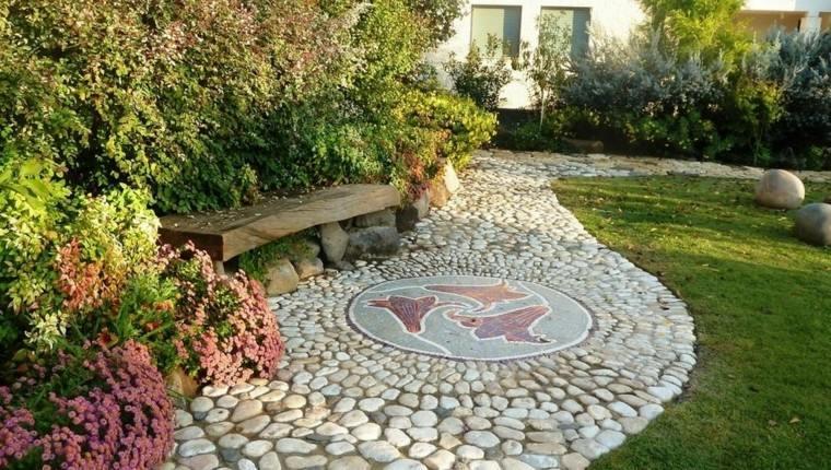 camino jardin delantero mosaico flores piedras ideas