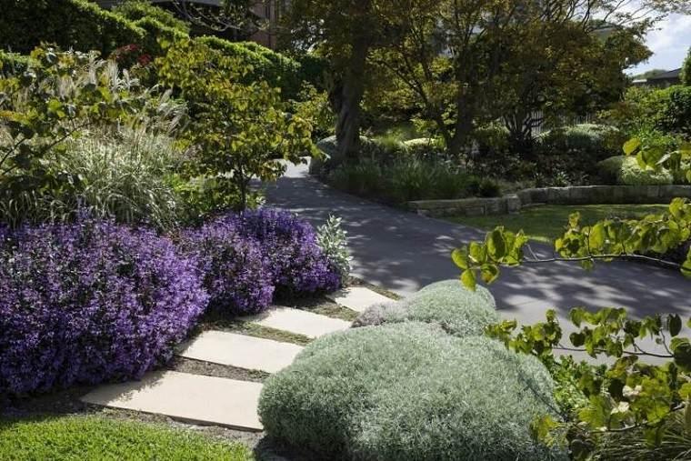 camino jardin escaleras grava baldosas