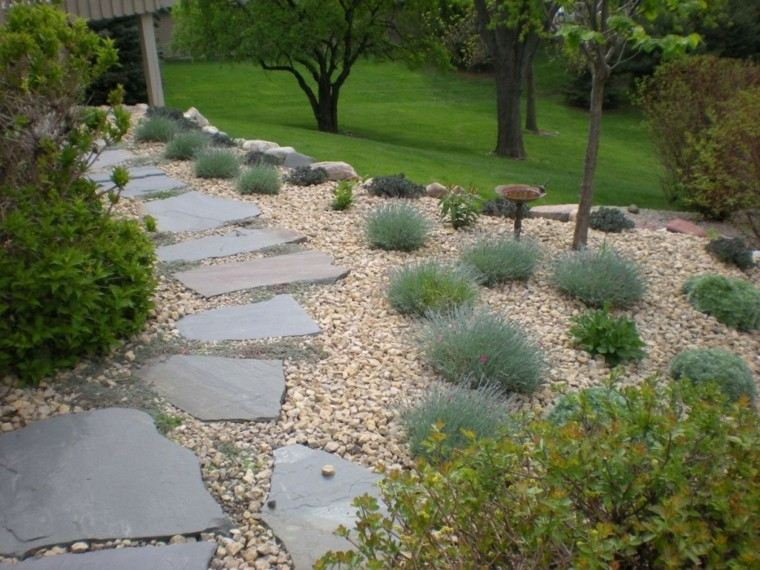 camino jardin trasero piedras grandes ideas