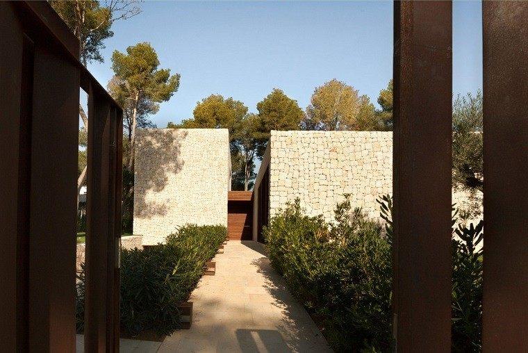 camino jardin vistas casa muros